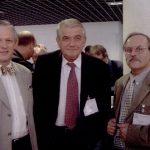 Zbigniew Religa w towarzystwie swoich uczniów – Michała Wojtalika (po lewej) i Janusz Skalskiego (po prawej), podczas zjazdu EACTS w Monaco, 2002